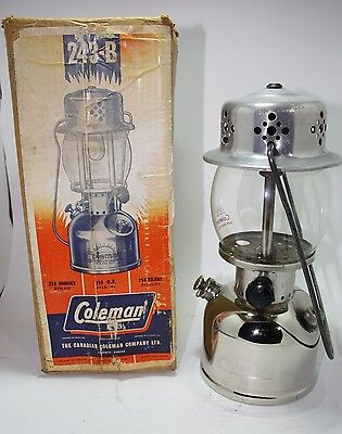 Coleman Lantern Model 243B 8-1966 Canada Excellent Condition with Box