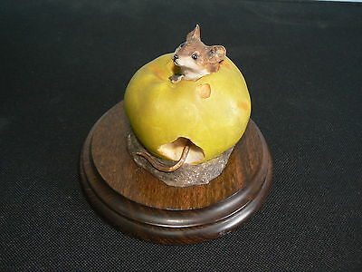 Country Artists  Figurine / Ornament Mouse In An Apple