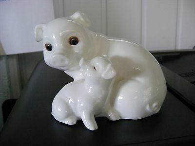 "Royal Osborne White China ""mum & Baby Pigs"" No.tmr-5597"