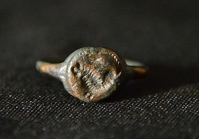 anillo-ancient roman ring bronze with mythical creature 2nd-5th century 17,4 mm