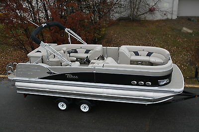 2385 Vista  Cruise tritoon pontoon boat with high performance tubes