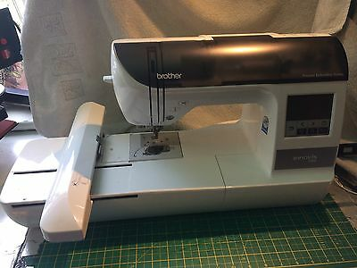 Brother Innov-is 750E embroidery machine NV750E - extra hoops - Great Condition