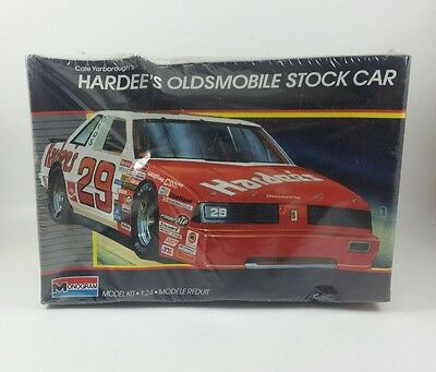 New 1987 Monogram 1:24 Model Kit NASCAR Cale Yarborough Hardee's Oldsmobile #29