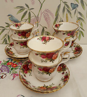 Royal Albert Old Country Roses Tea cups & saucers x 6 **SLIGHT RUBBING TO GILT**