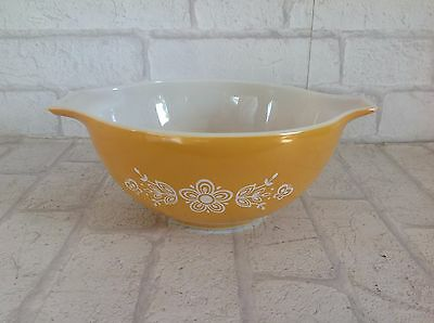 Vintage 1960's USA Pyrex Yellow and White Flower Pattern Small Mixing Bowl