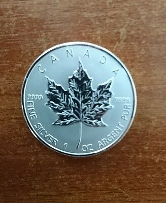 2011 Canada 1oz Silver Maple $5 Dollar Coin in Capsule medallion