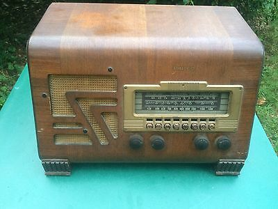 1940s Philco AM Radio Model 40-155 Works And Receives Stations tube (see video)