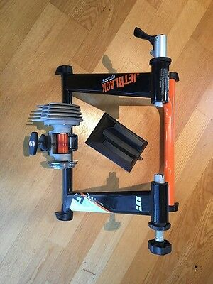 Fluid Trainer Jet Black Z1 With Riser