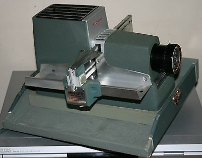 Argus 300 - 35mm Film Slide / Transparency Straight-tray Projector - Boxed