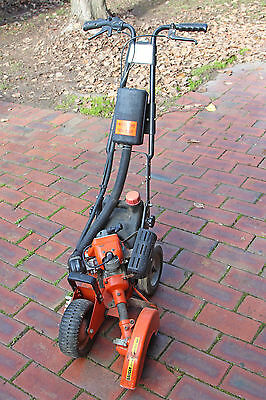 Tanaka TLE-550 Shaft Drive Commercial Lawn Edger