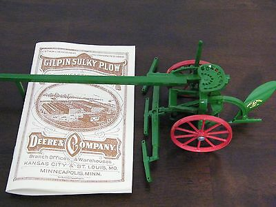 JOHN DEERE Gilpin Sulky Plow diecast NEW IN BOX DS0578 w authentic catalog
