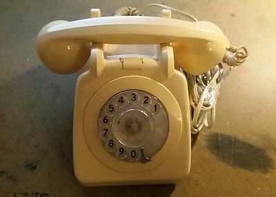 Type 700 BT cream dial telephone vintage