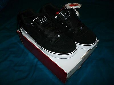 NEW IN BOX. eS Square One Skate Shoes Size UK 8.5 Black/White Suede.