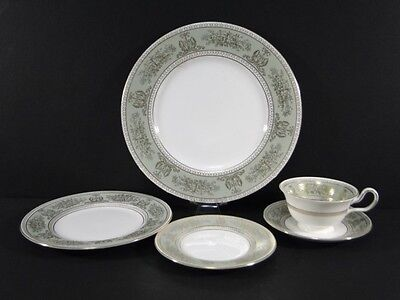 Wedgwood COLUMBIA Gold Sage Green 5 pc Place SETTING Plates Cup Saucer