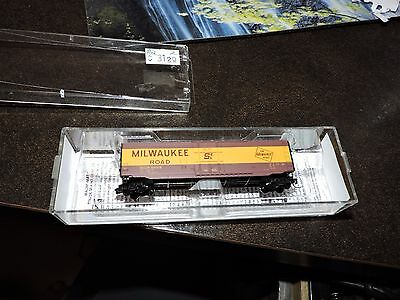 Micro Trains Z Scale Milwaukee Road Box Car # 507-00-432