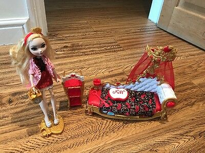 Ever After High Apple White Fainting Couch + Doll & Accessories In VGC