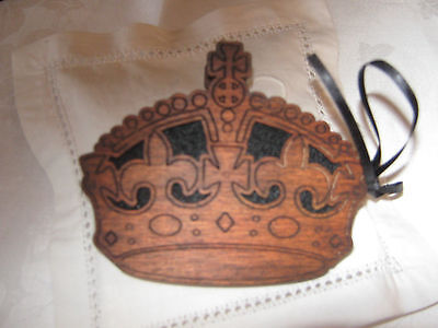 vintage wooden sewing needle/pin holder
