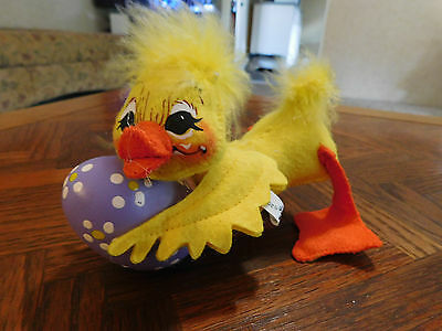 """2009Playful Annalee Duckling with Easter Egg -  5.5"""" Tall - EUC!!!"""