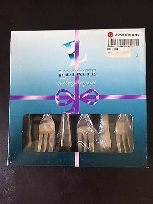 Set of cake forks un-used