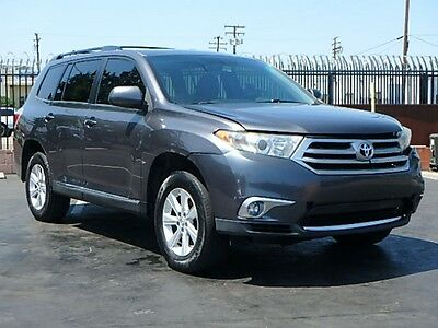 2011 Toyota Highlander V6 2011 Toyota Highlander Wrecked Repairable Fixer Priced to Sell Save on Salvage!