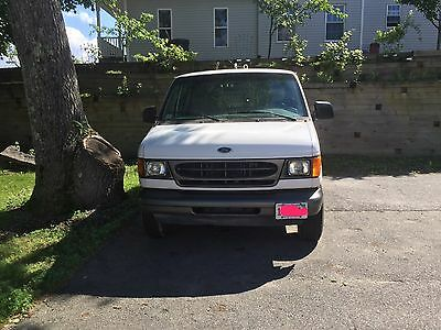 2002 Ford E-Series Van  2002 Ford E-250 Cagro Van