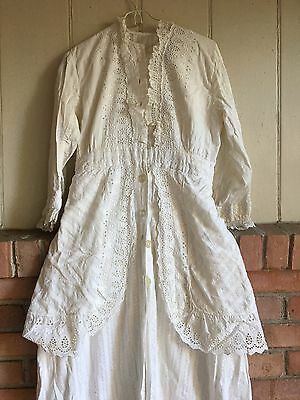 Antique Women's 1890s VICTORIAN WOMAN'S Dress Or Robe?