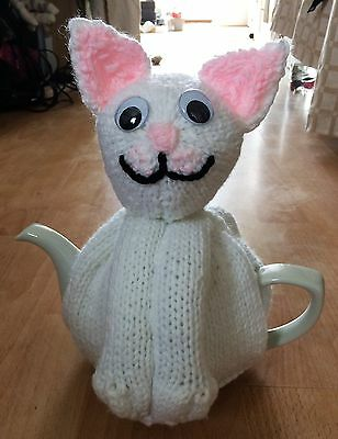 Hand-knitted - Crochet -  white cat - 6 cup Tea Cosy