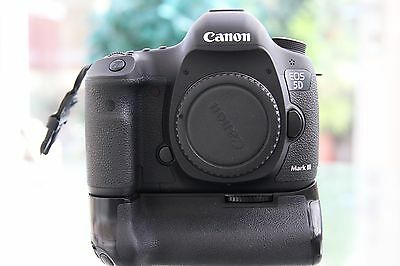 Canon EOS 5D mark III Digital SLR Full Frame Mint Condition ! 3137 Actuations!