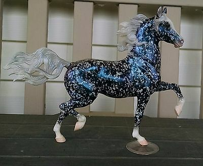"Breyer SR 2010 Breyerfest Huckleberry Bey ""Technicolor"". Factory New Condition!"