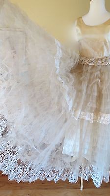 1950s CREAM SATIN LACE NET TIERS STRAPLESS WEDDING GOWN PROM BRIDE COSPLAY DRESS