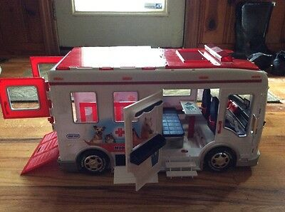 Pre-Owned Breyer Horse Mobile Vet Clinic with Lights and Sounds No Box
