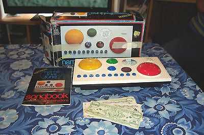 NAME THAT TUNE  Electronic  Game No. 1229 - 1980 Castle Toy