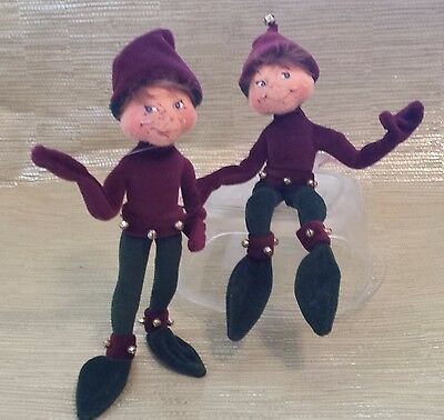 """Annalee Dolls- Two 9"""" Elves. Same outfit, different faces. Christmas decoration."""