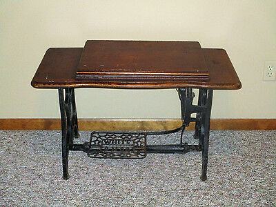 ANTIQUE SEWING MACHINE TABLE w/ CAST IRON TREADLE BASE   White Sewing Machine Co