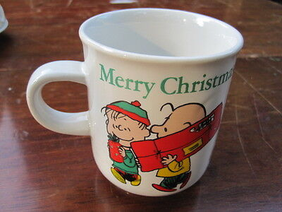 Peanuts Characters 1976 Merry Christmas Mug Snoopy CHARLIE BROWN Lucy Coffee Mug