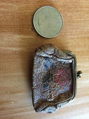 goregous detailed antique leather coinpurse