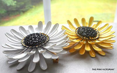 LOT of 2 vintage METAL Enamel *YELLOW & WHITE* GERBER style DAISY flower pins E4