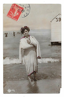 Cpa A45 Femme Baigneuse Miss Pin-Up Peignoir Cabine Plage Bathing Beauty 1900