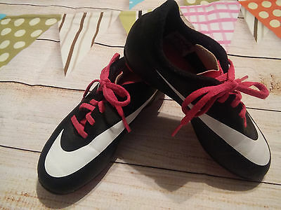 Nike Girls Soccer / Softball Sports Team Cleats Size 13 Pink And Black Euc