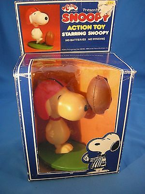 SNOOPY ACTION TOY VINTAGE AVIVA SNOOPY FOOTBALL 1950-1958 Collectable