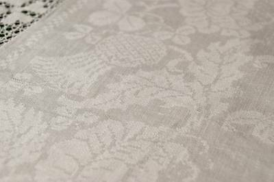 "ANTIQUE/VINTAGE WHITE IRISH DAMASK LINEN TABLECLOTH Crochet Lace 32"" T70"