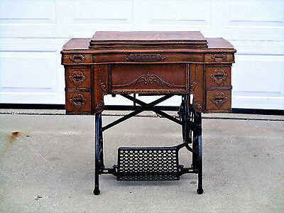 Antique 1914 WHITE ROTARY TREADLE SEWING MACHINE in CABINET