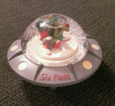 Marvin The Martian Snowdome  ~ Six Flags Theme Parks Inc 1997~Warner Bros. 1997