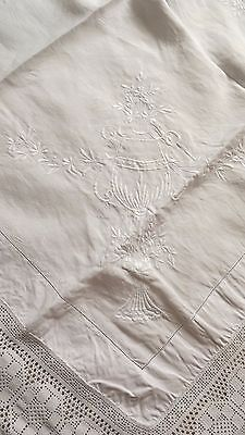 Vintage Linen Tablecloth With Lace Edging & Embroidered Goblets Of Flowers