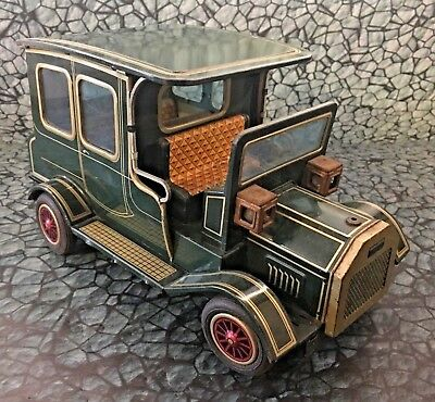 Vintage 1950s HORIKAWA Japan Tin Battery Operated Old Fashioned Green Toy Car
