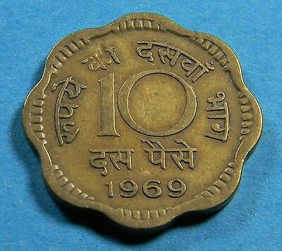 "India 1969 10 Paise coin  (Lot I0734) KM#26.3 (Type 2; Calcutta Mint; 7mm ""10"")"