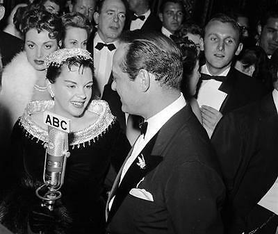 Judy Garland Candid At Film Premiere   8X10 Photo 45