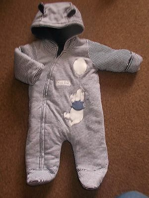 BNWOT Baby Boys lovely Disney winnie the pooh snowsuit(intergrated mitts) 0-3 mt
