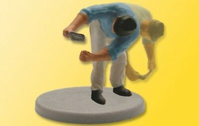 VIESSMANN - 5005 - H0 Bricklayer bent with trowel, moving (HO SCALE)