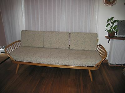 Ercol Day Bed / Studio Couch in excellent condition
